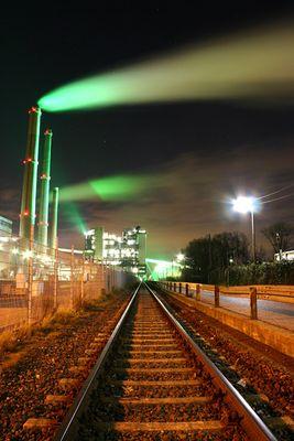 Düsseldorf - Gleisimpression vor einem Kraftwerk