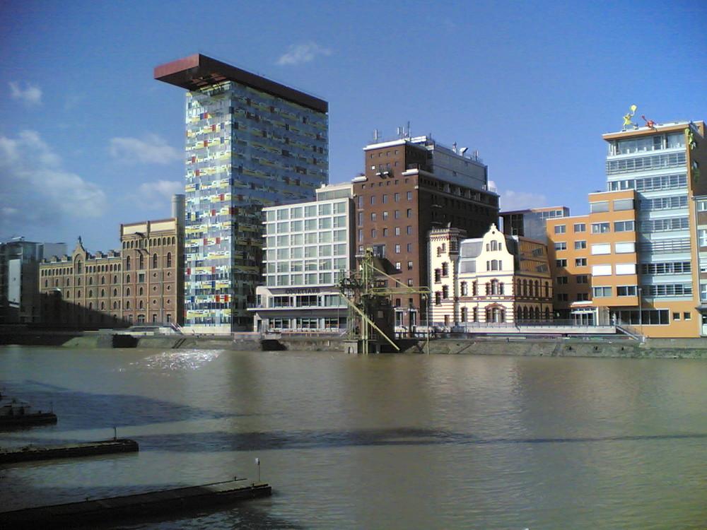 Düsseldorf Hafen am Tage