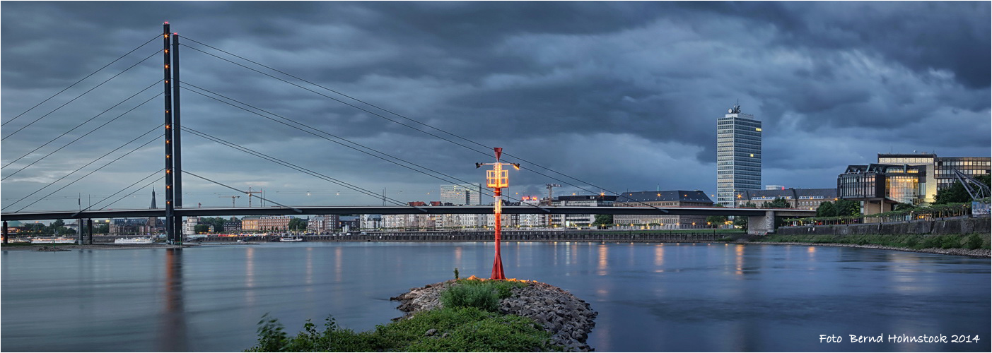 Düsseldorf Hafeneinfahrt .... Medienhafen