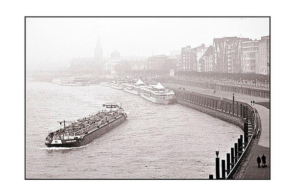 Düsseldorf im Nebel am 19.11.2005