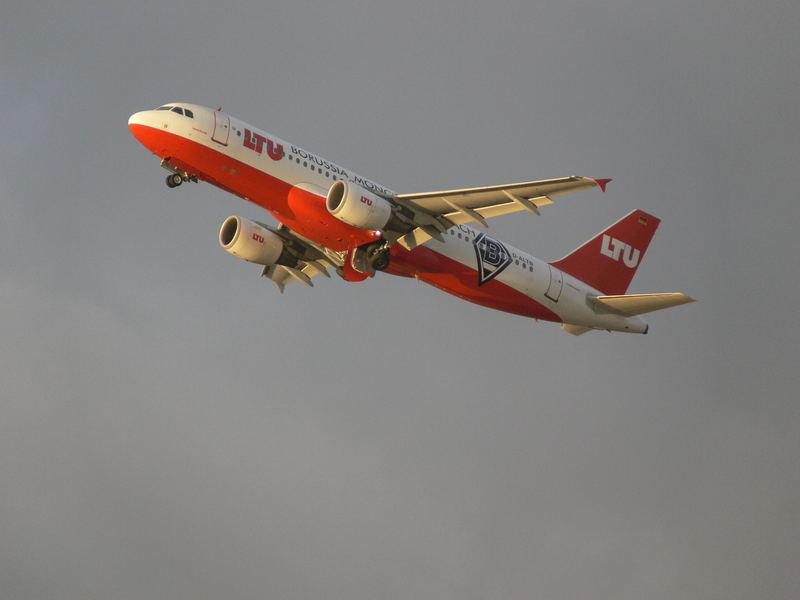 Düsseldorf International D-ALTB Airbus A320 Take Off