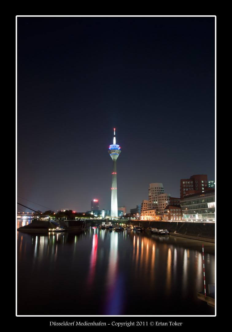 Düsseldorf Medienhafen - Fernsehturm bei Nacht