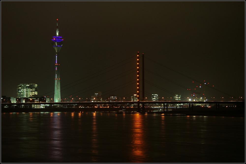 Düsseldorf  Rheinkniebrücke ...