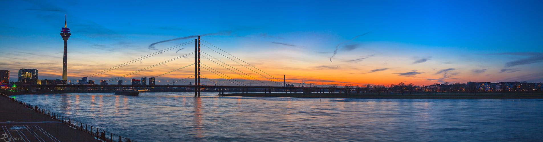 Düsseldorf - Rheinkniebrücke