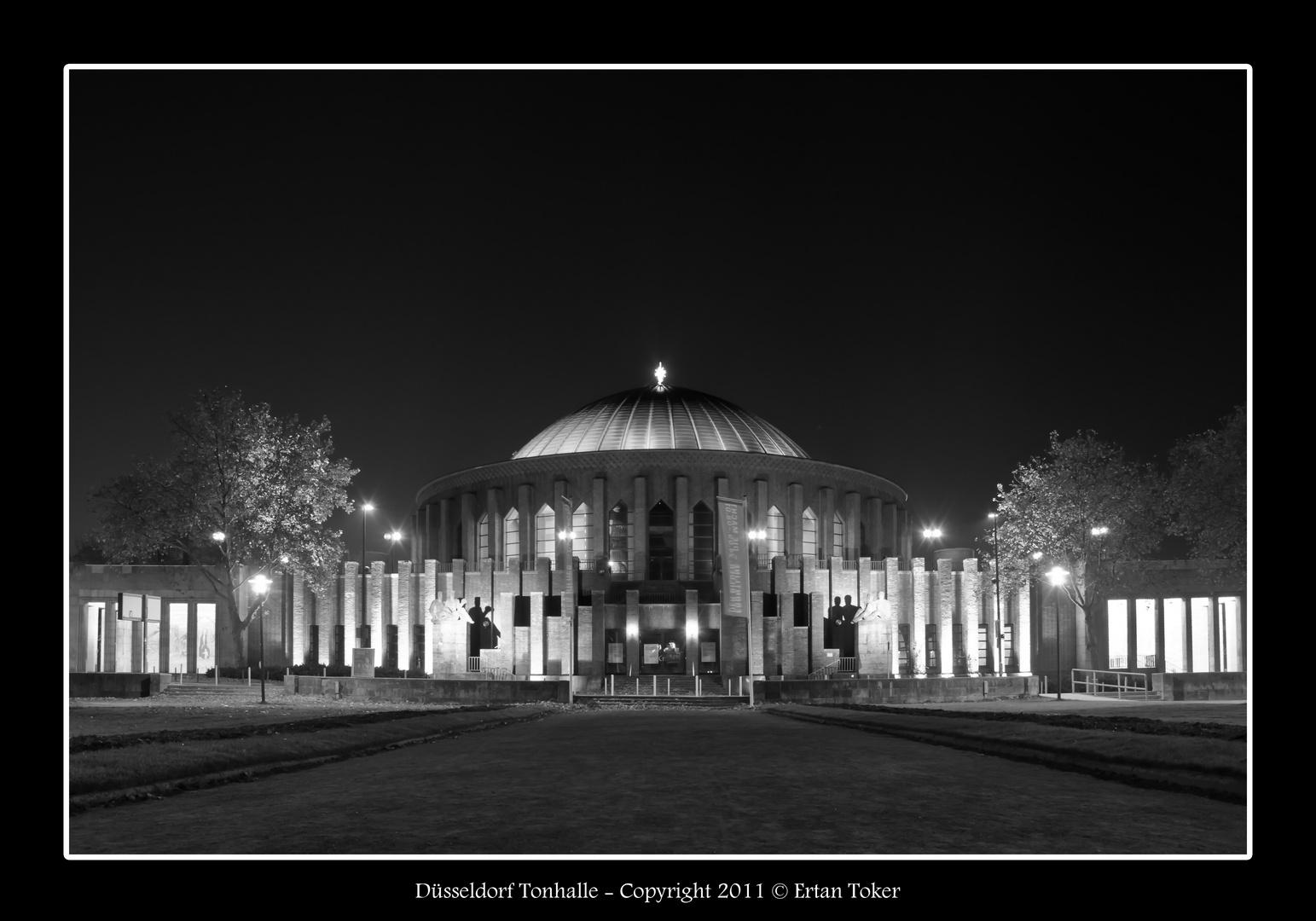 Düsseldorf Tonhalle bei Nacht