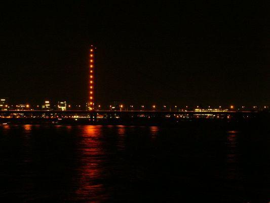 Düsseldorf von den Rheintreppen aus gesehen