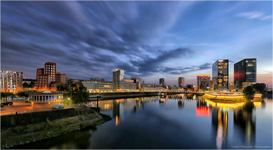 Düsseldorf zur blauen Stunde -2-