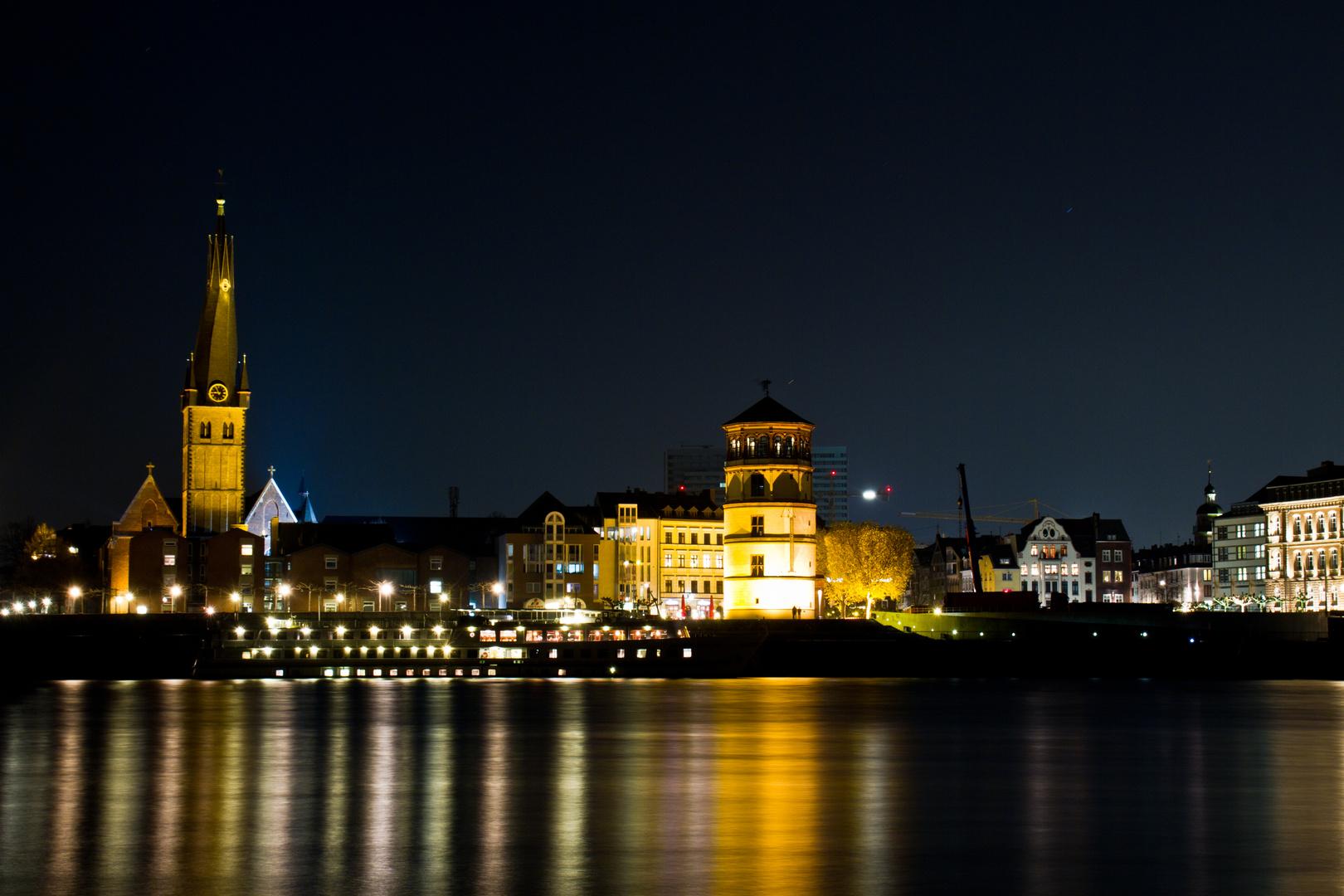 Düsseldorfer Altstadt bei Nacht