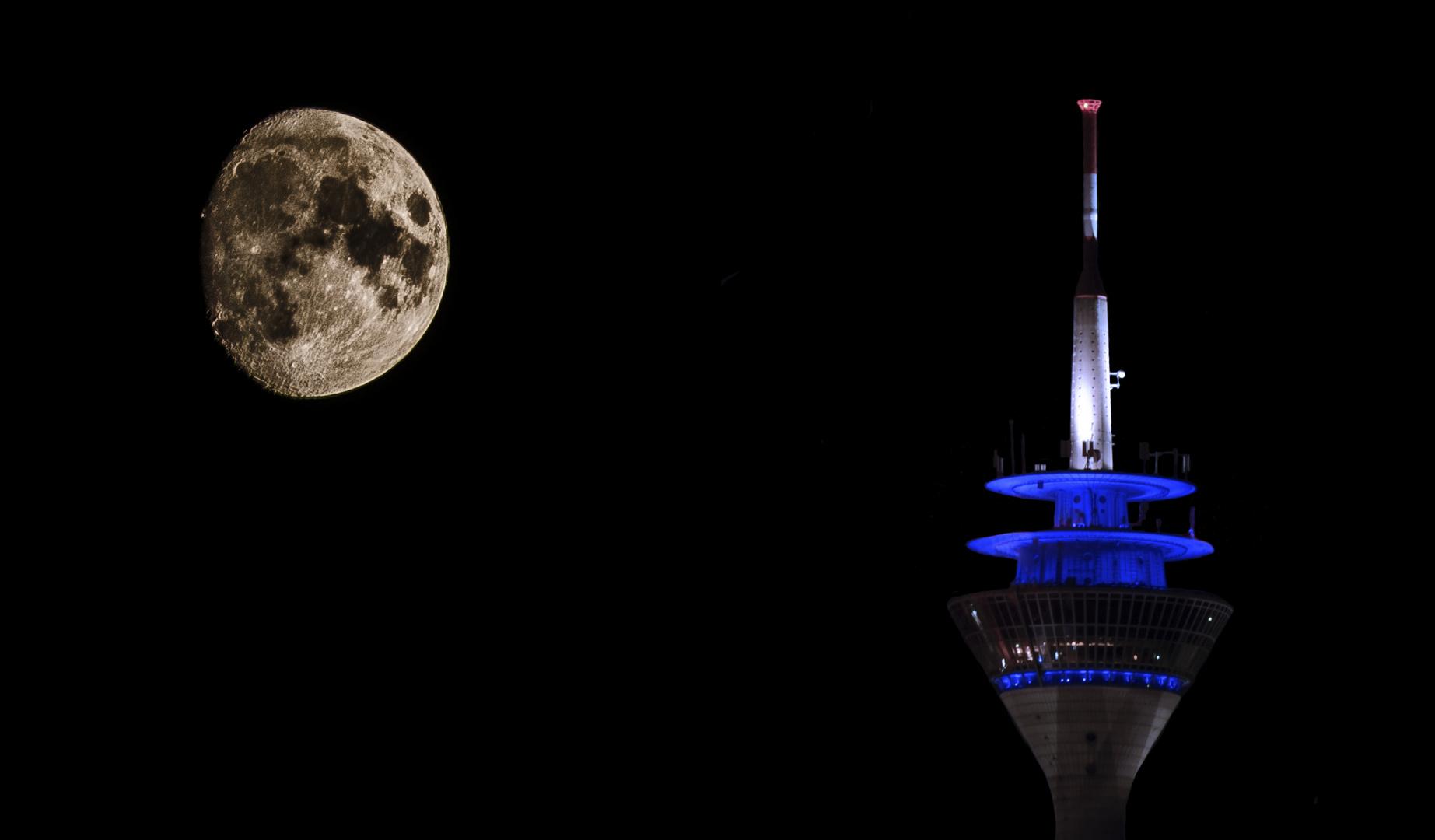 Düsseldorfer Fernsehturm bei Nacht