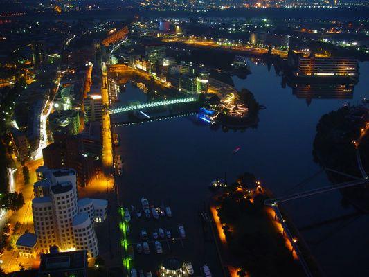 Düsseldorfer Hafen Bei Nacht ...