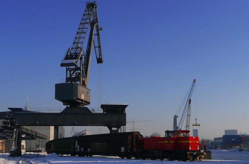 Düsseldorfer Industriehafen im Winter