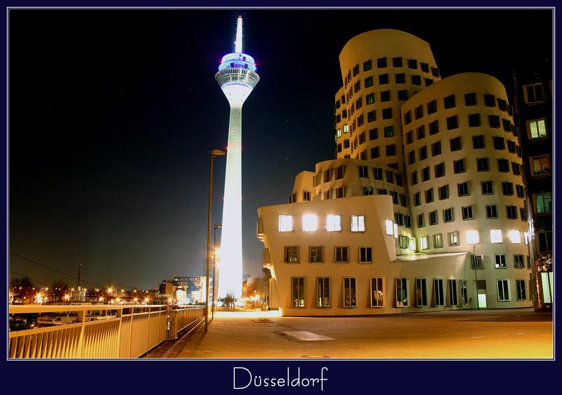 Düsseldorfer Medienhafen bei Nacht