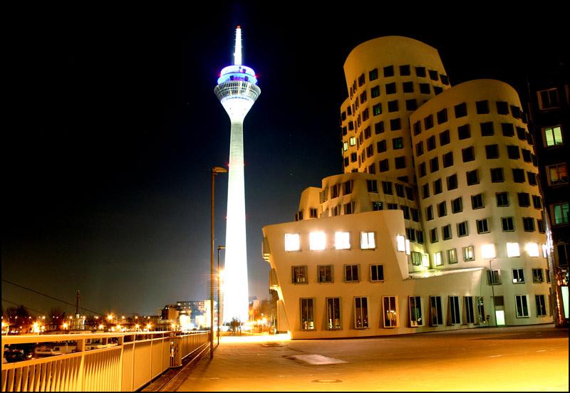 Düsseldorfer Medienhafen bei Nacht II