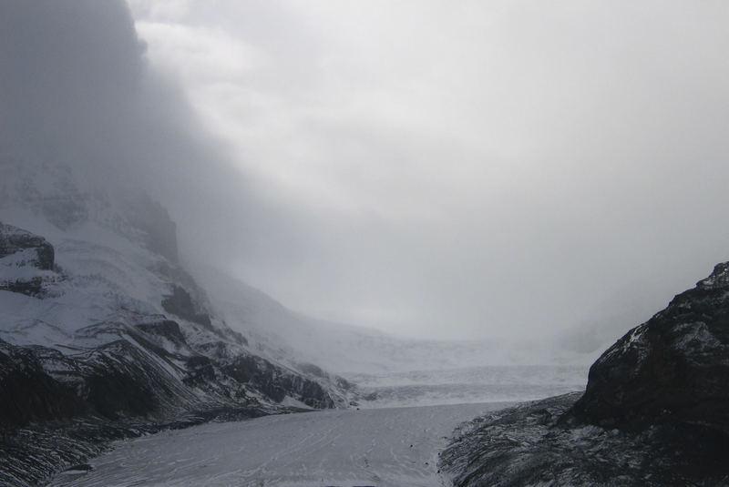 Düstere Gletscherstimmung in den Rockies