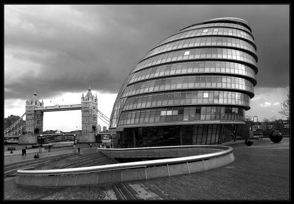 Düstere Stimmung über der City Hall