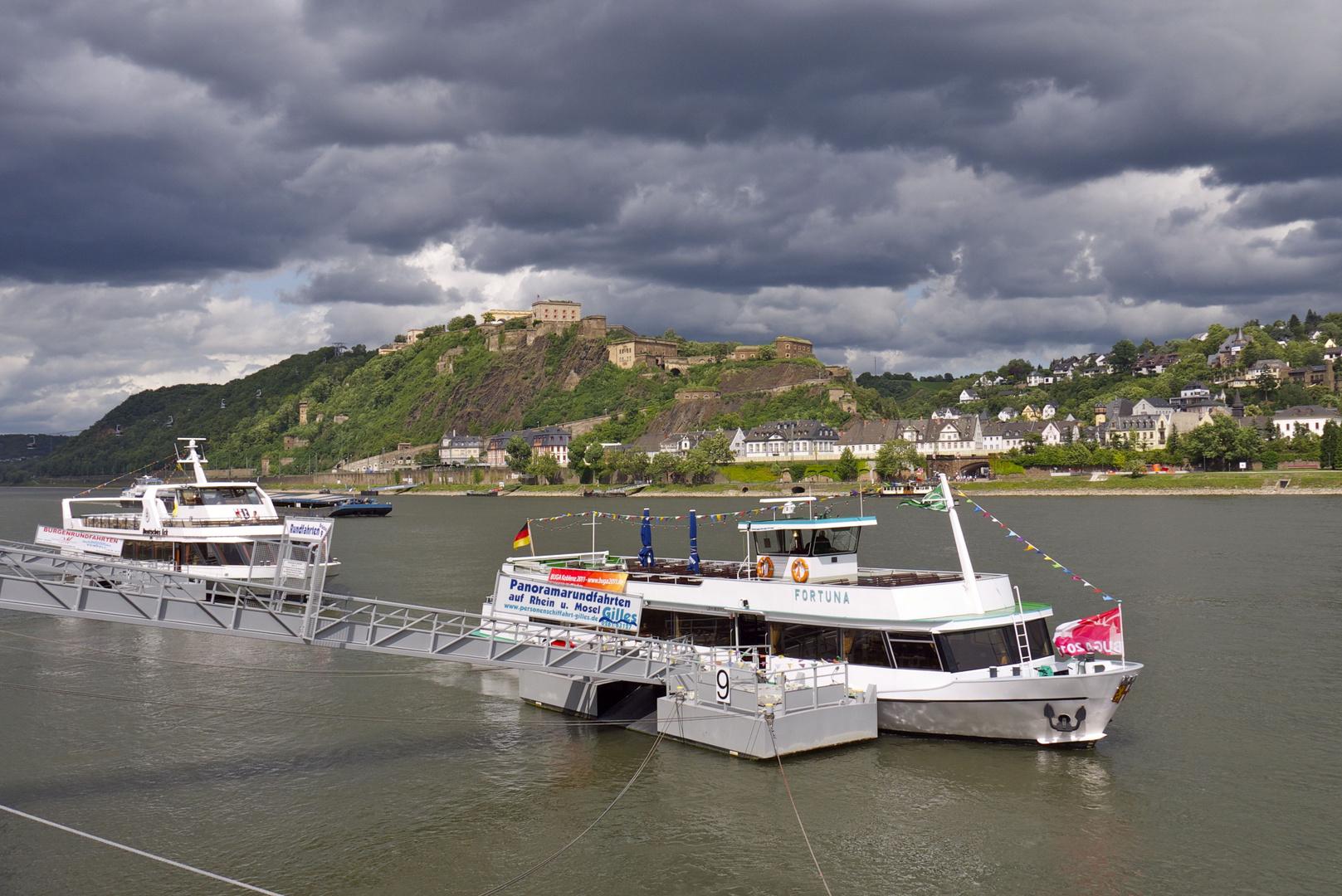 düstere Wolken in Koblenz am Rhein