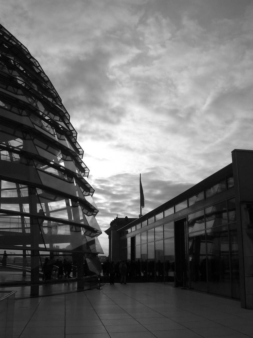 Düstere Wolken über dem Reichstag / Berlin....warum bloß ?