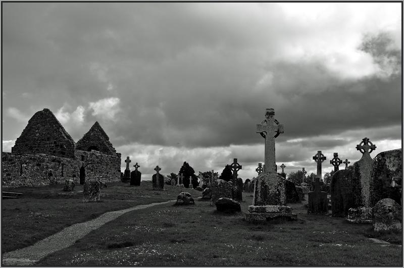 Düsteres Irland, Clonmacnoise,