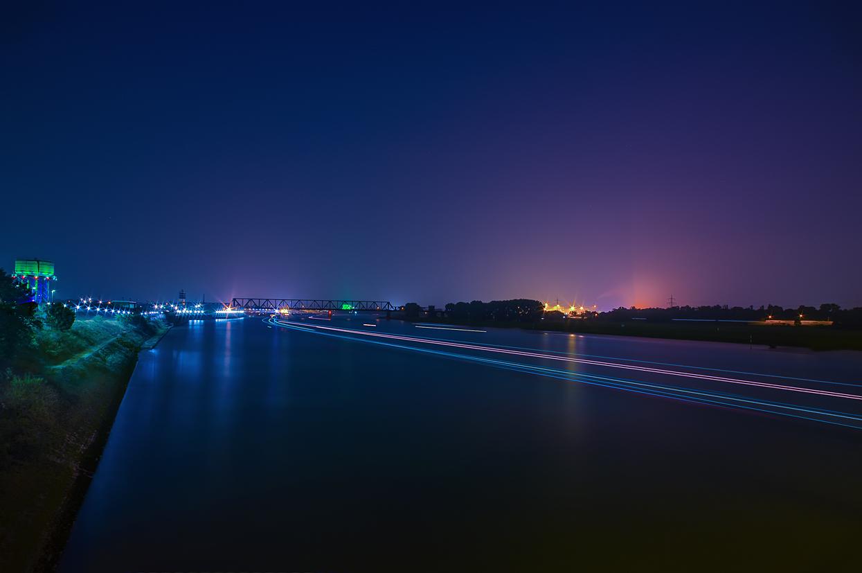 Duisburg - der Rhein bei Nacht