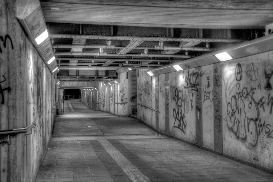 Duisburg, Friemersheim Bahnhof, s/w HDR