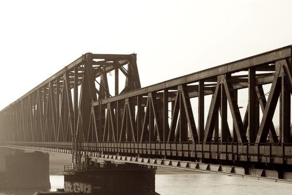Duisburg-Hochfelder Brücke