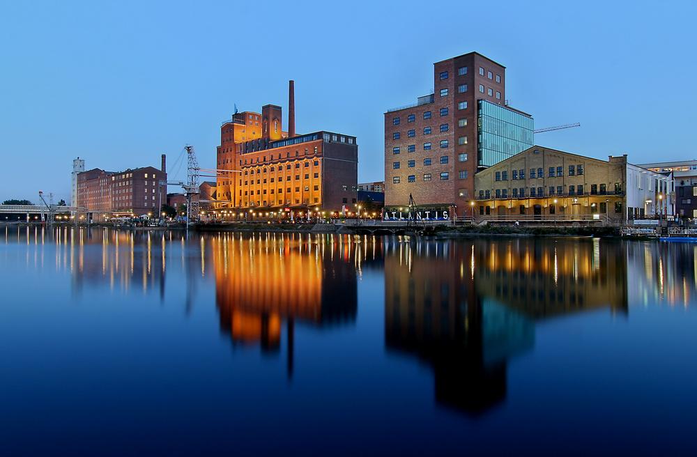 Duisburg Innenhafen - In der blauen Stunde ...
