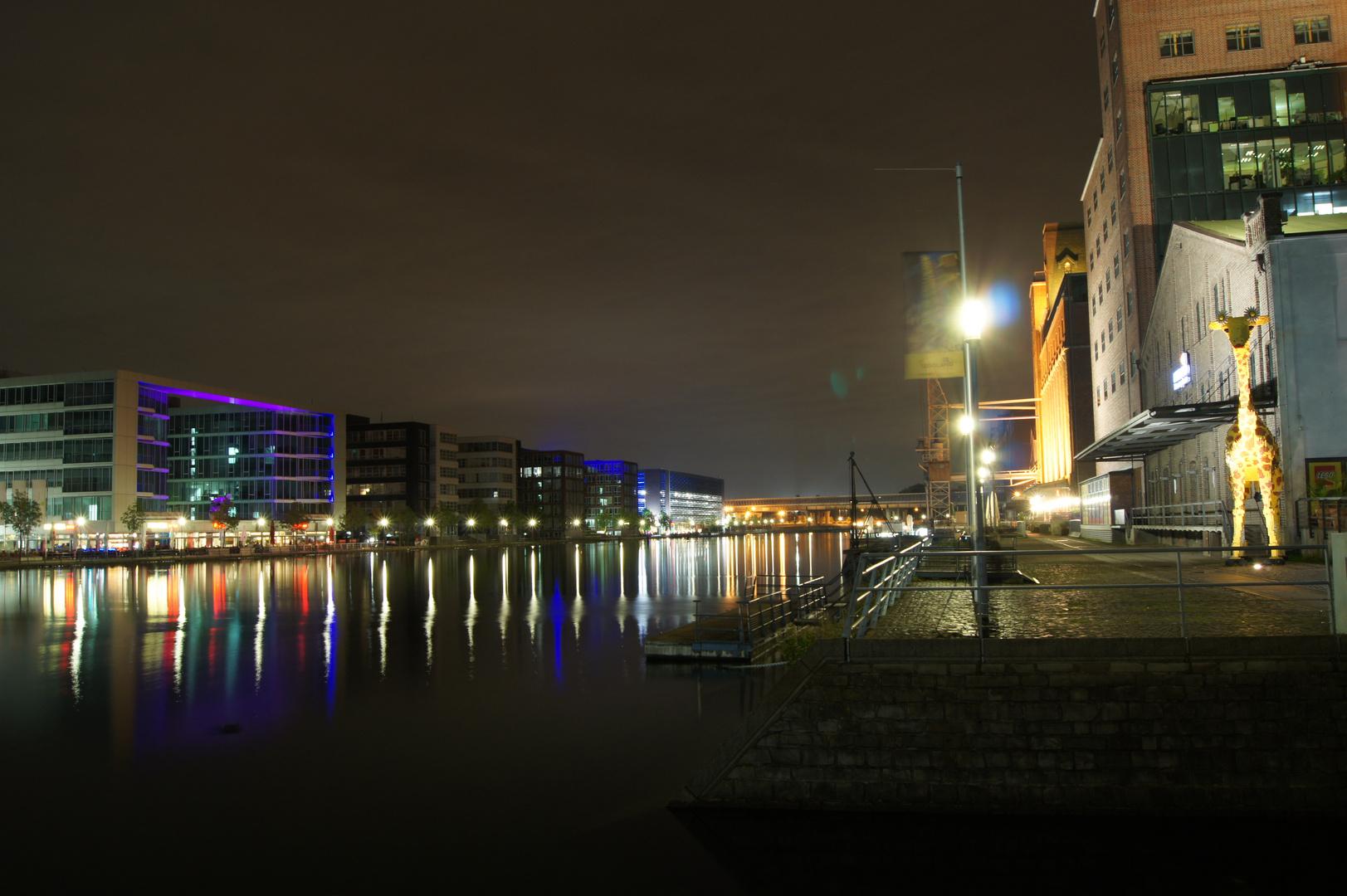 Duisburg Innenhafen in der Nacht