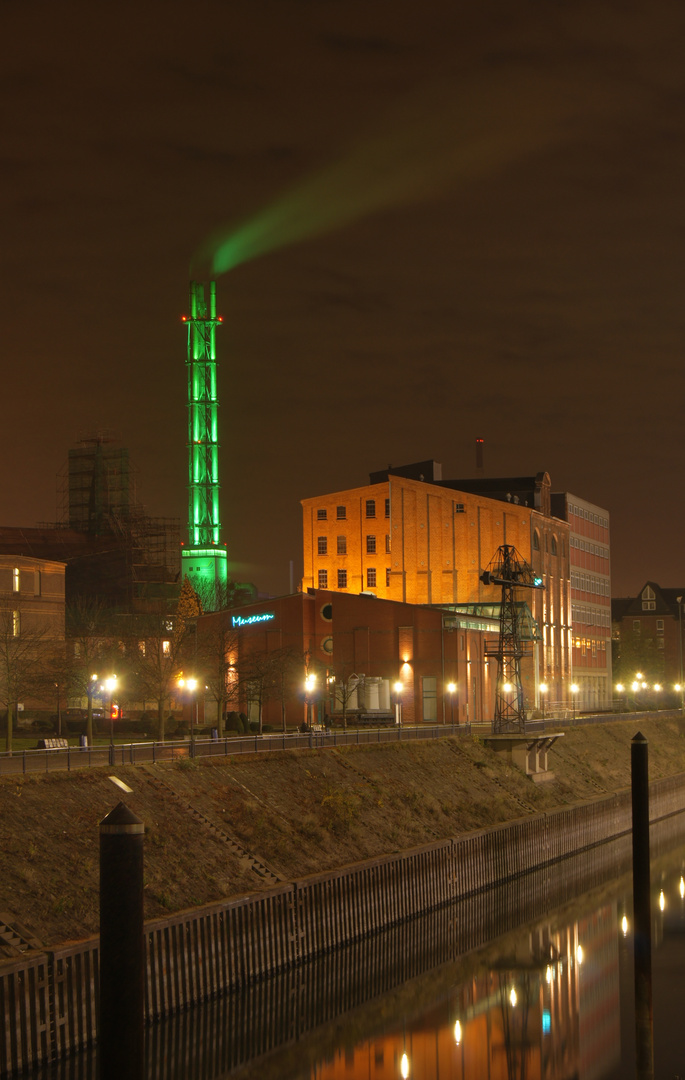 Duisburg Stadtwerketurm beim Nacht