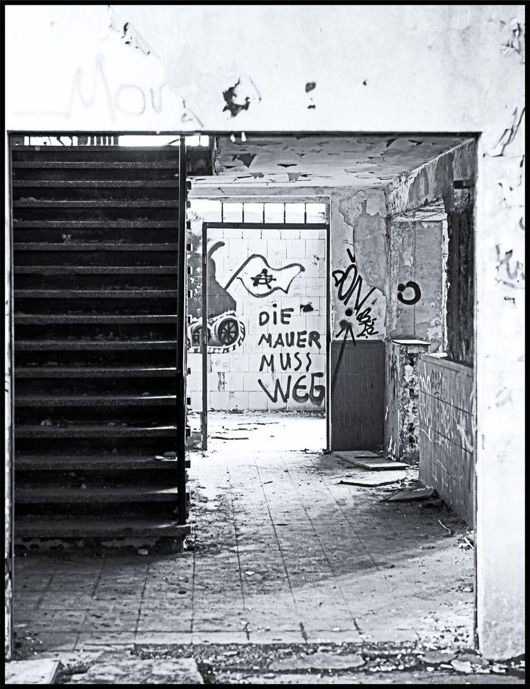 Duisburg ungeschminkt 15 - Die Mauer Muss Weg