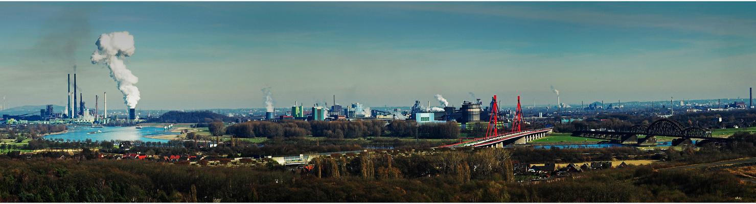 Duisburg von der Halde Rheinpreußen in Moers aus gesehen