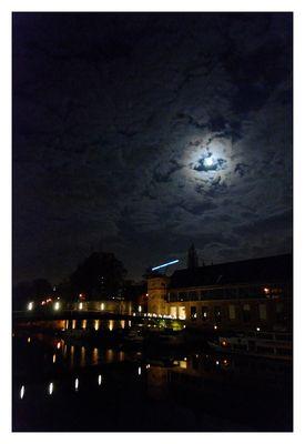 Dunkel war's, der Mond schien helle