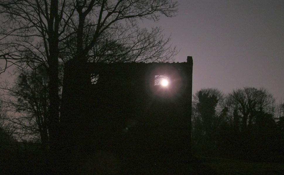 Dunkel war's der Mond schien helle ...