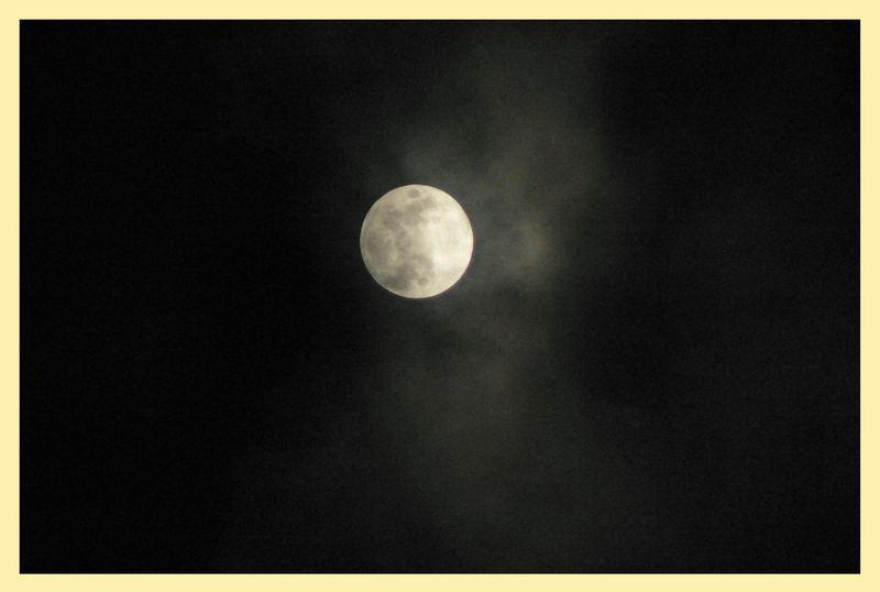 Dunkel war's der Mond schien helle.....