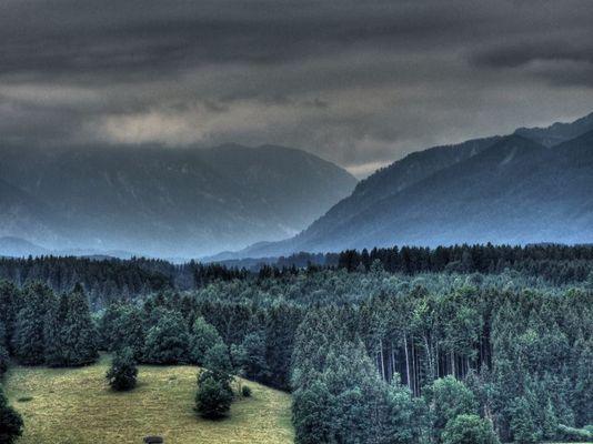 Dunkele Berge