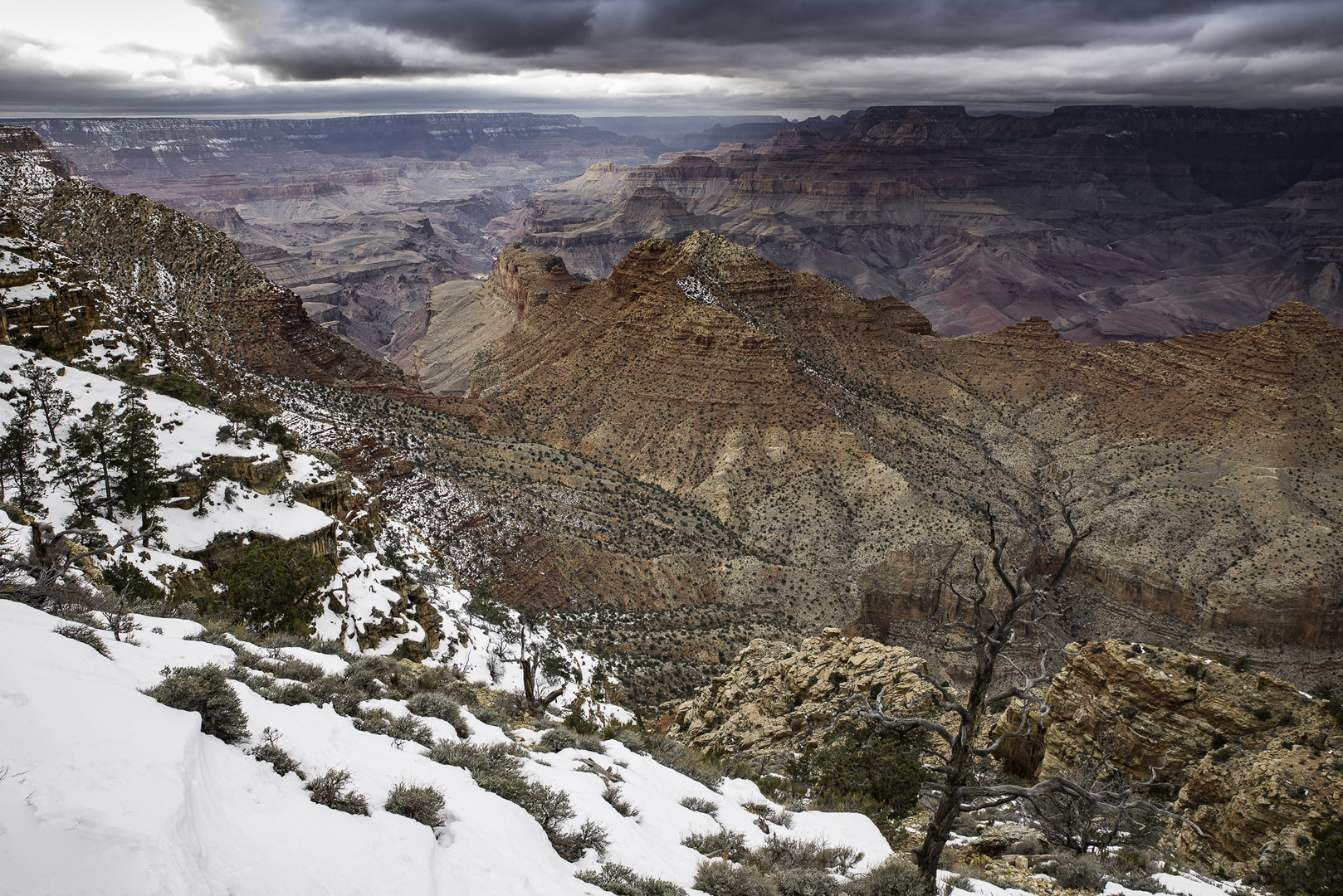 Dunkle Wolken über dem Grand Canyon