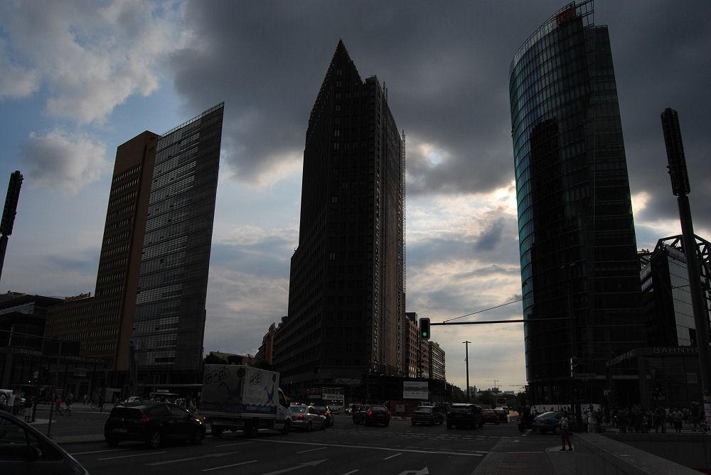 Dunkle Wolken über den Potzdamer Platz