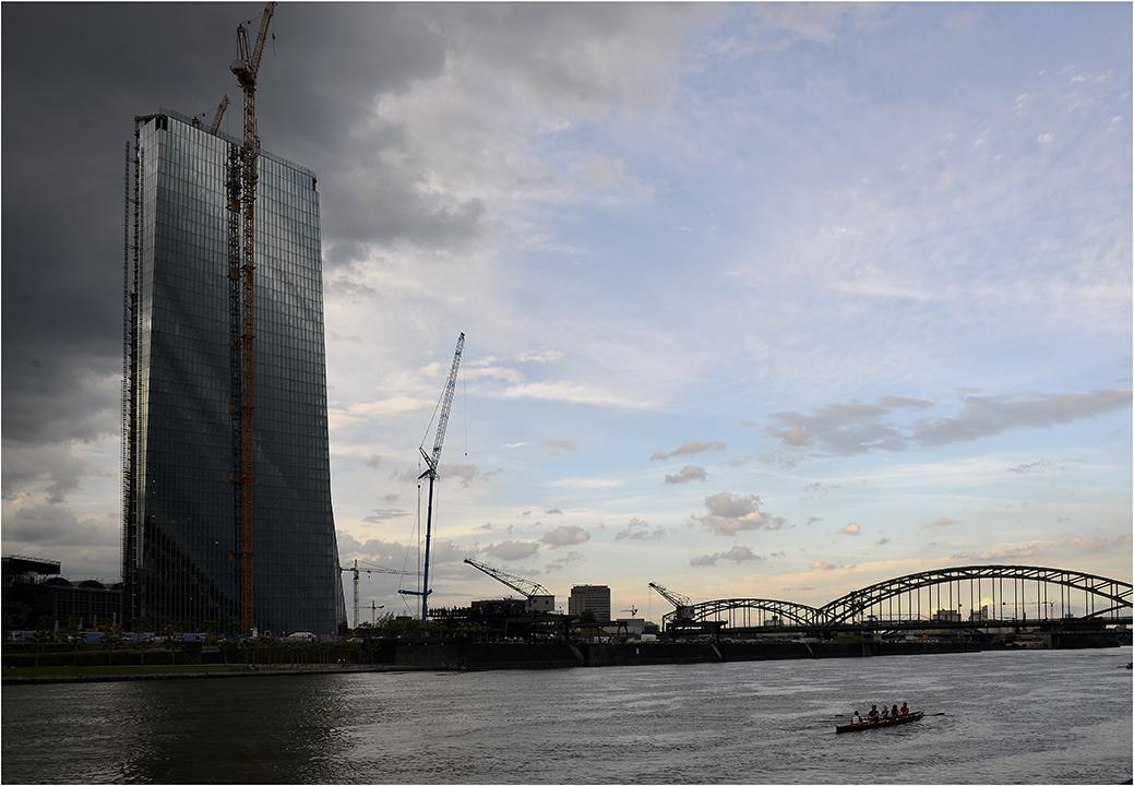 dunkle Wolken über der EZB (Frankfurt am Main)