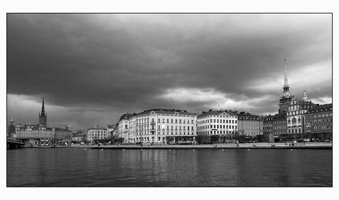 Dunkle Wolken über Stockholm
