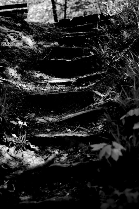 dunkler Pfad nach oben