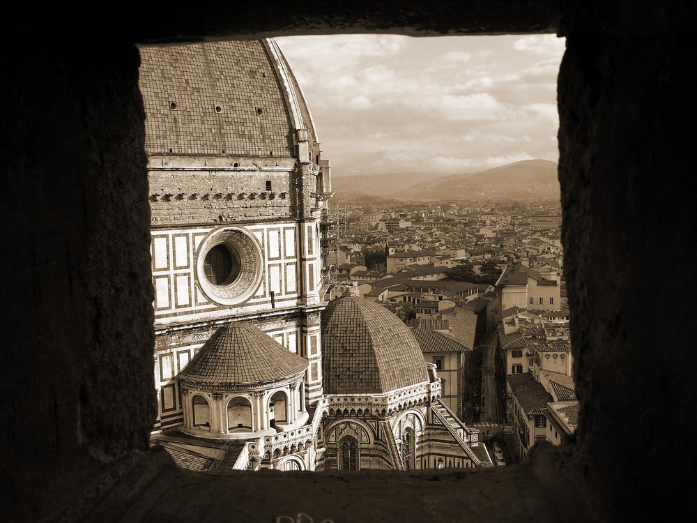 Duomo di Firenze da una finestrella del maestoso campanile