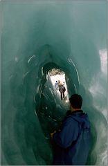 Durch den Eistunnel...