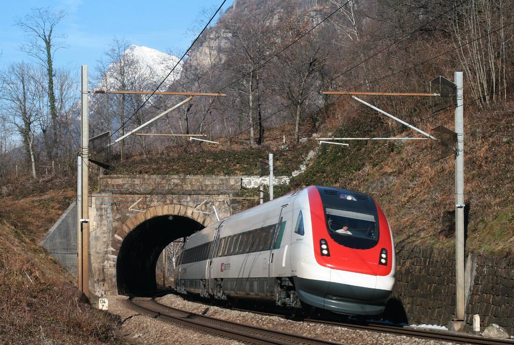 Durch den Tunnel gen Süden