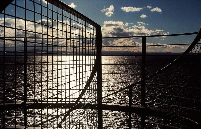 Durch die Gitter vom Aussichtsturm.