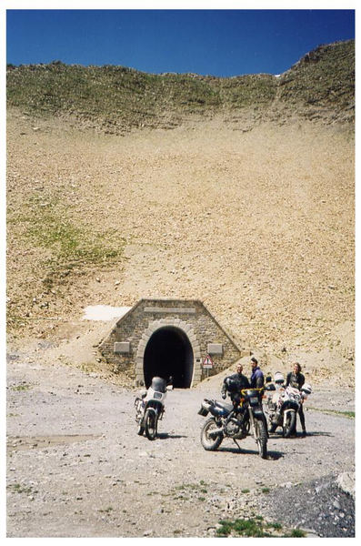 durch diesen tunel sind wir gekommen