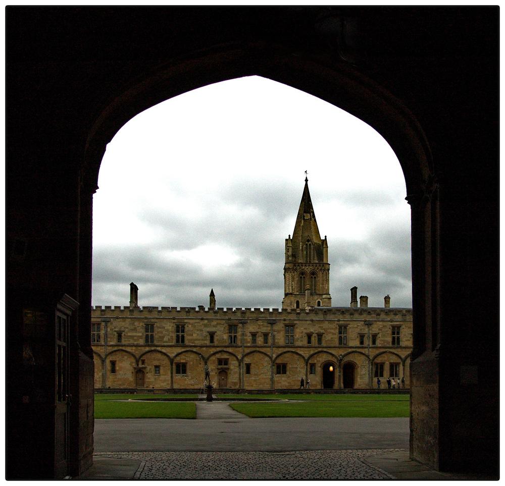Durchblick auf die Christ Church Cathedrale in Oxford