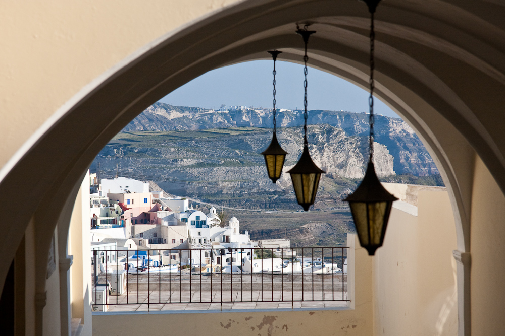 Durchblick auf Santorini