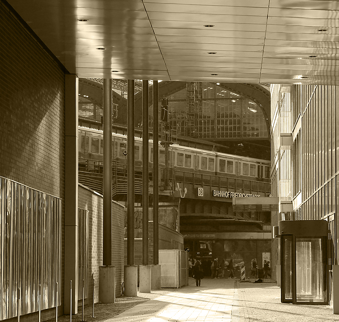 Durchblick zur Friedrichstraße
