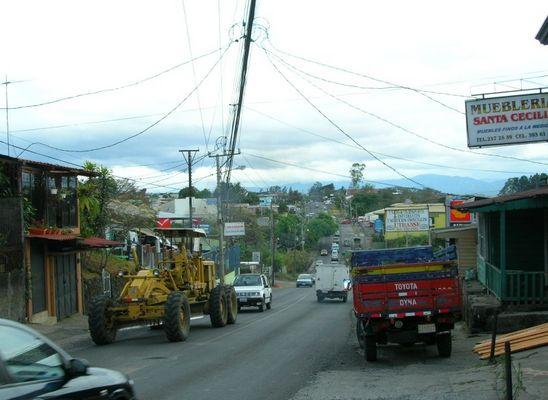 Durchgangsstraße in Barva (Costa Rica)