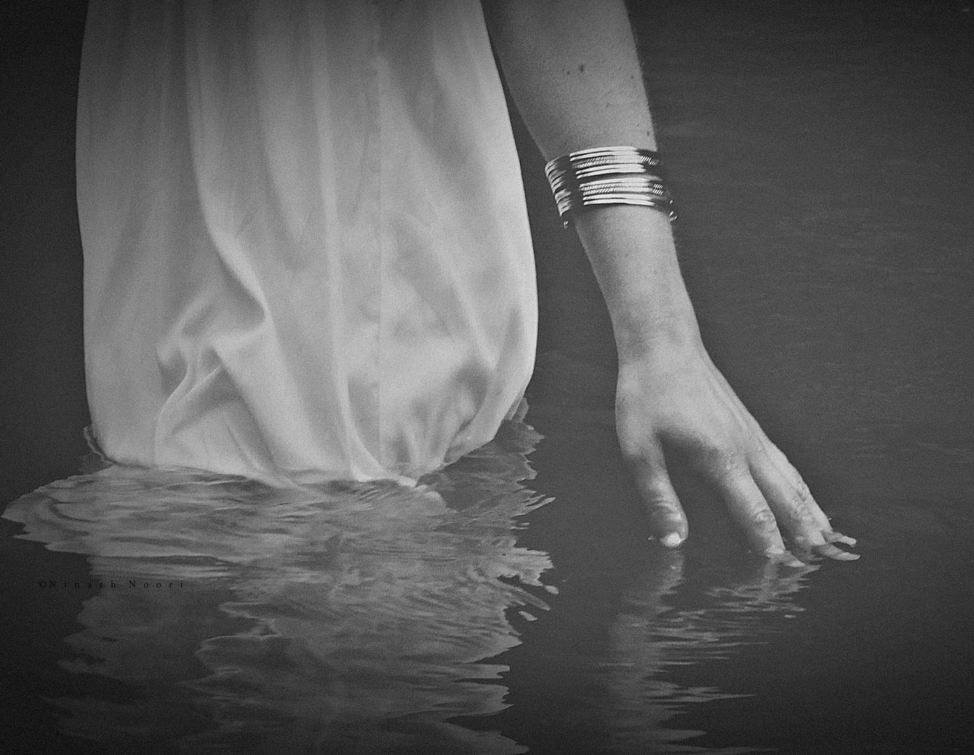 ..durchs Wasser streifen..