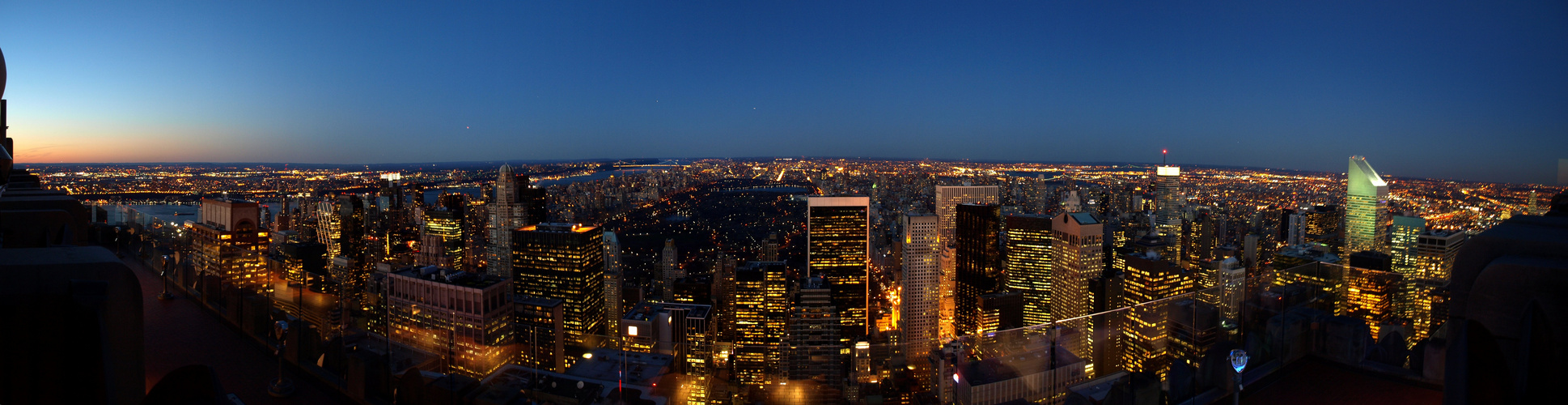 """Dusk in NYC - Blick vom """"Top of the Rock"""" nach Norden"""